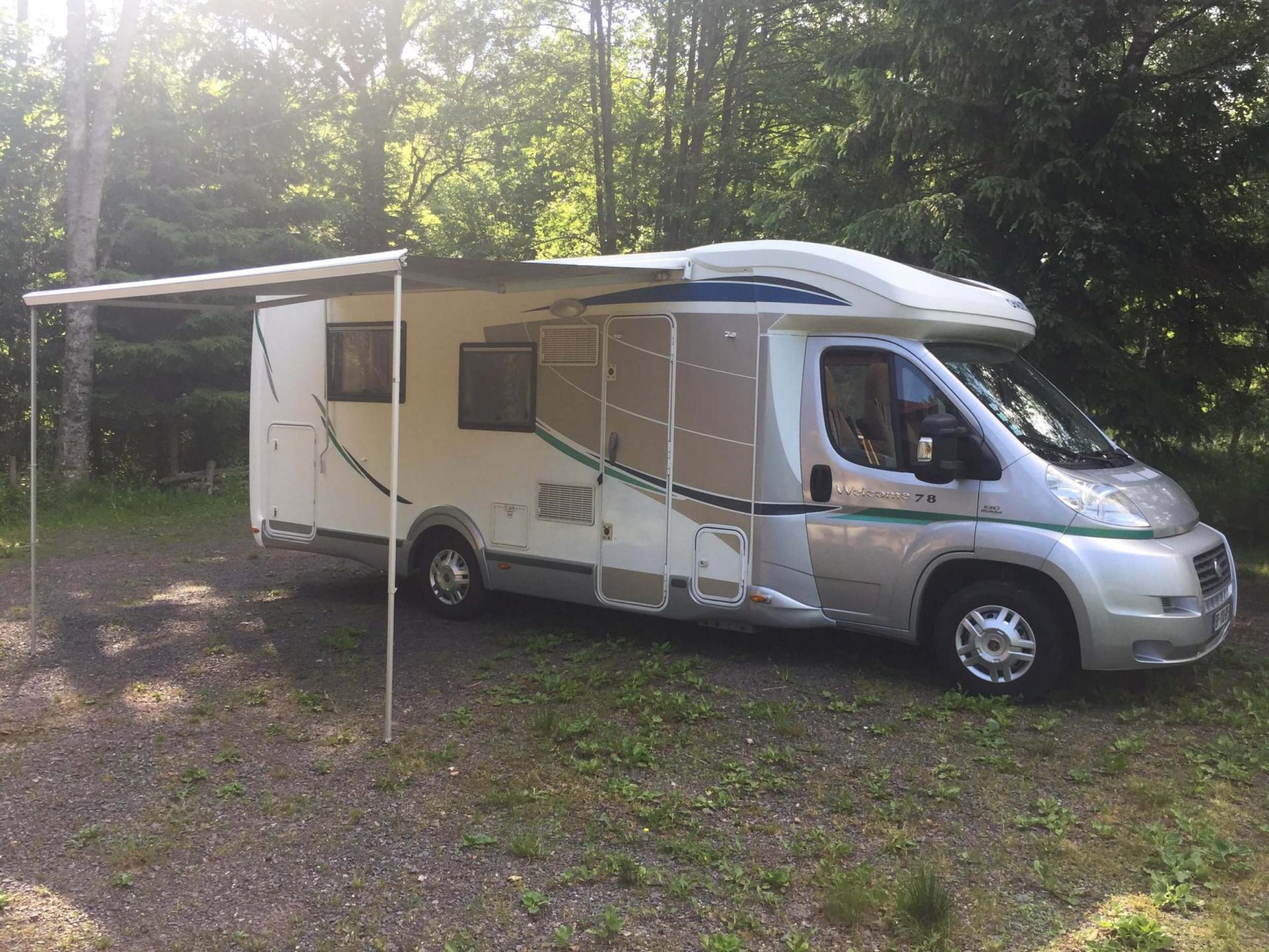 hapee location de camping cars entre particuliers. Black Bedroom Furniture Sets. Home Design Ideas