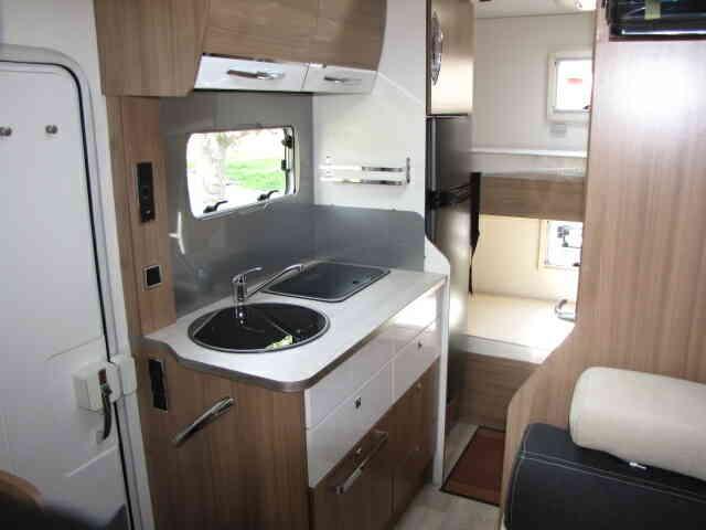 camping-car PILOTE C 700 S intérieur salle de bain  et wc