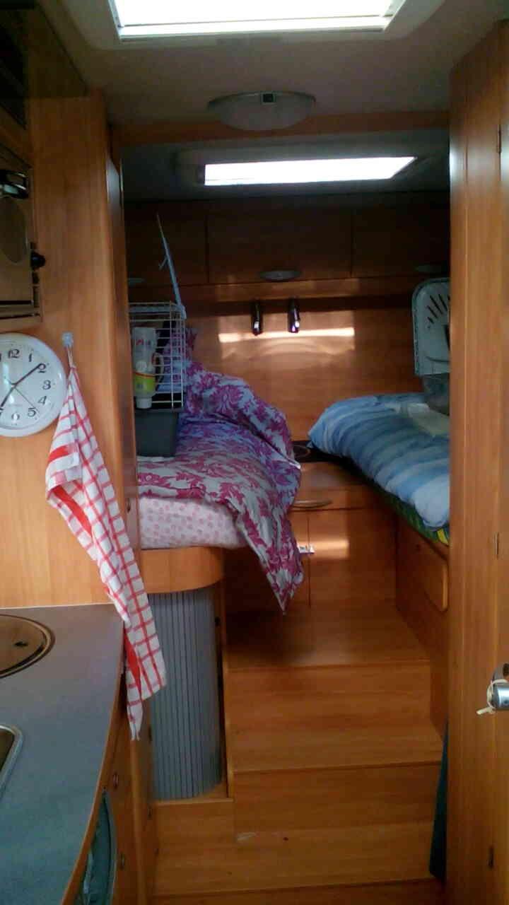camping-car ADRIA CORAL 660 SL  intérieur / salle de bain  et wc