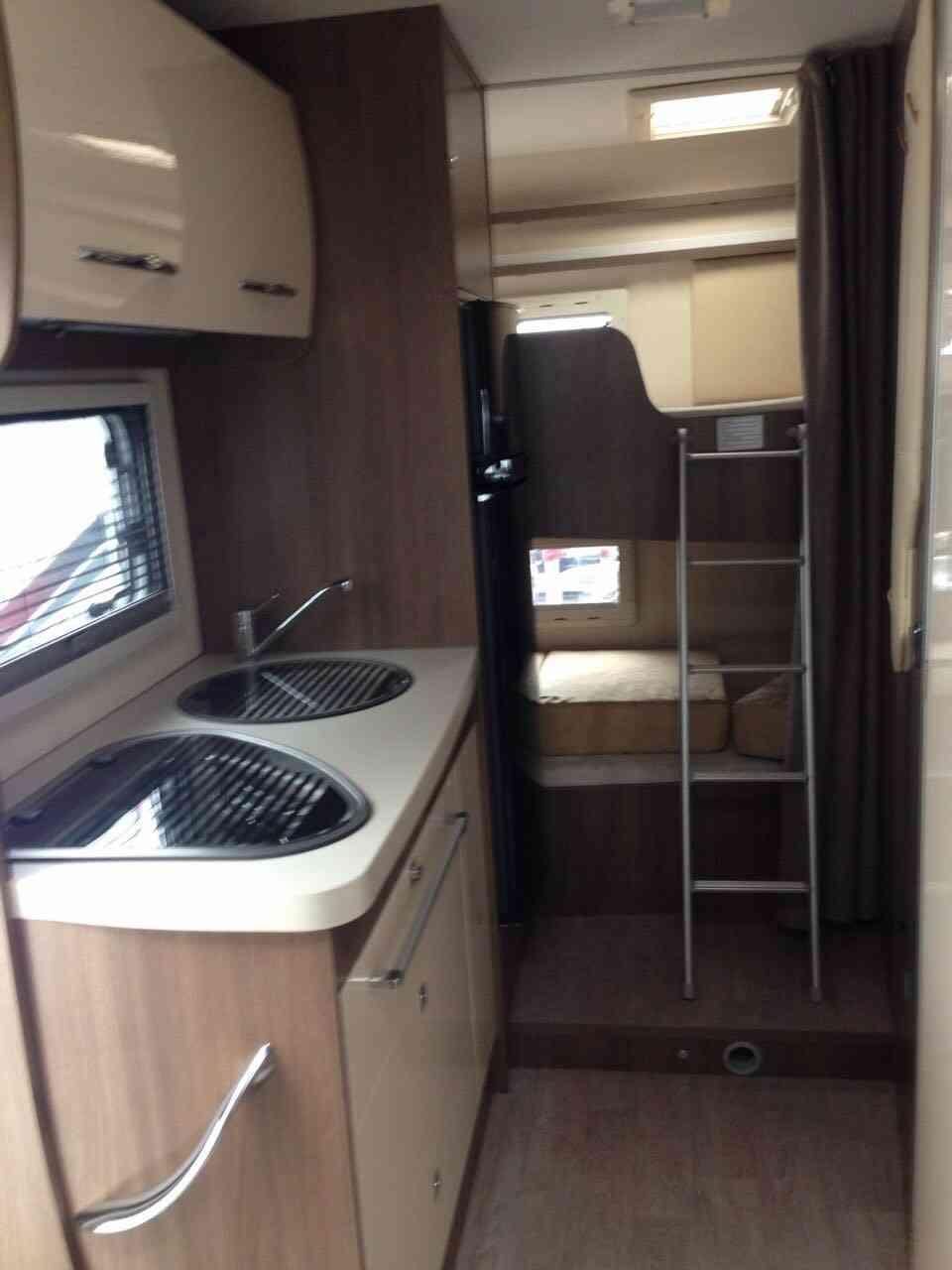 camping-car CHAUSSON FLASH C 636  intérieur / salle de bain  et wc