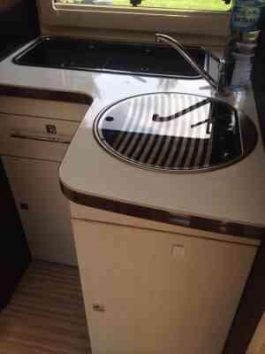 camping-car BENIMAR TESSORO 494  intérieur / salle de bain  et wc