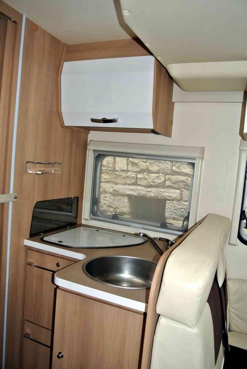 camping-car ROLLER TEAM KRONOS 265 TL  intérieur / salle de bain  et wc
