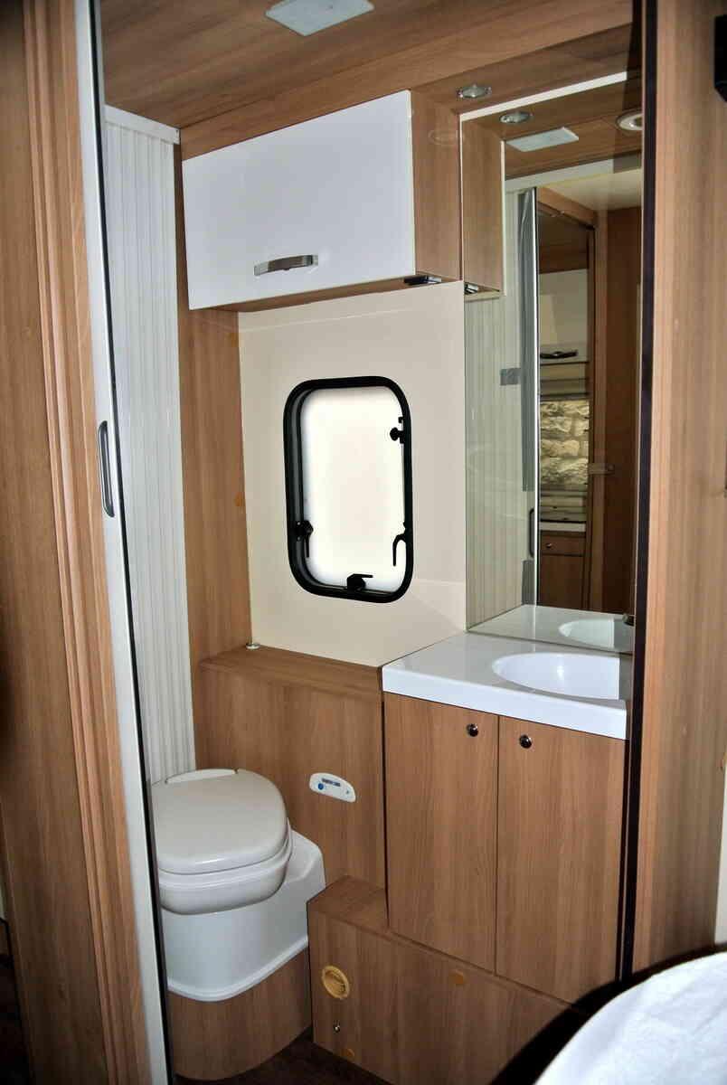 camping-car ROLLER TEAM KRONOS 265 TL  extérieur / latéral droit