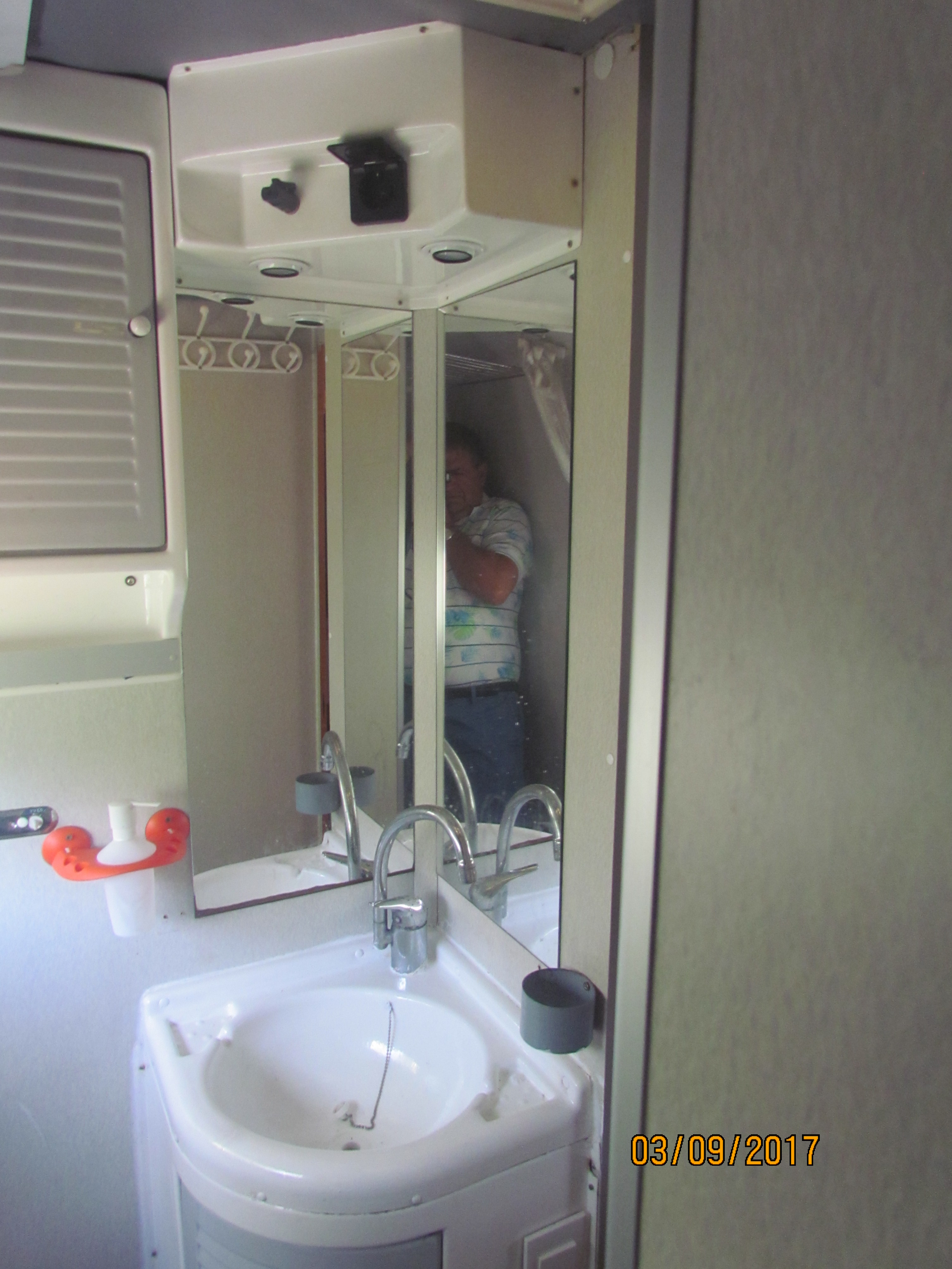 camping-car MOBILVETTA ICARO - IVECO  35.12  intérieur / couchage principal