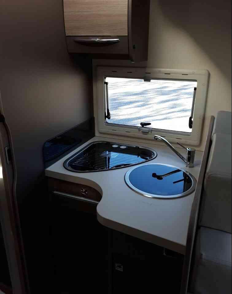 camping-car CHALLENGER GENESIS 288 EB  intérieur / salle de bain  et wc