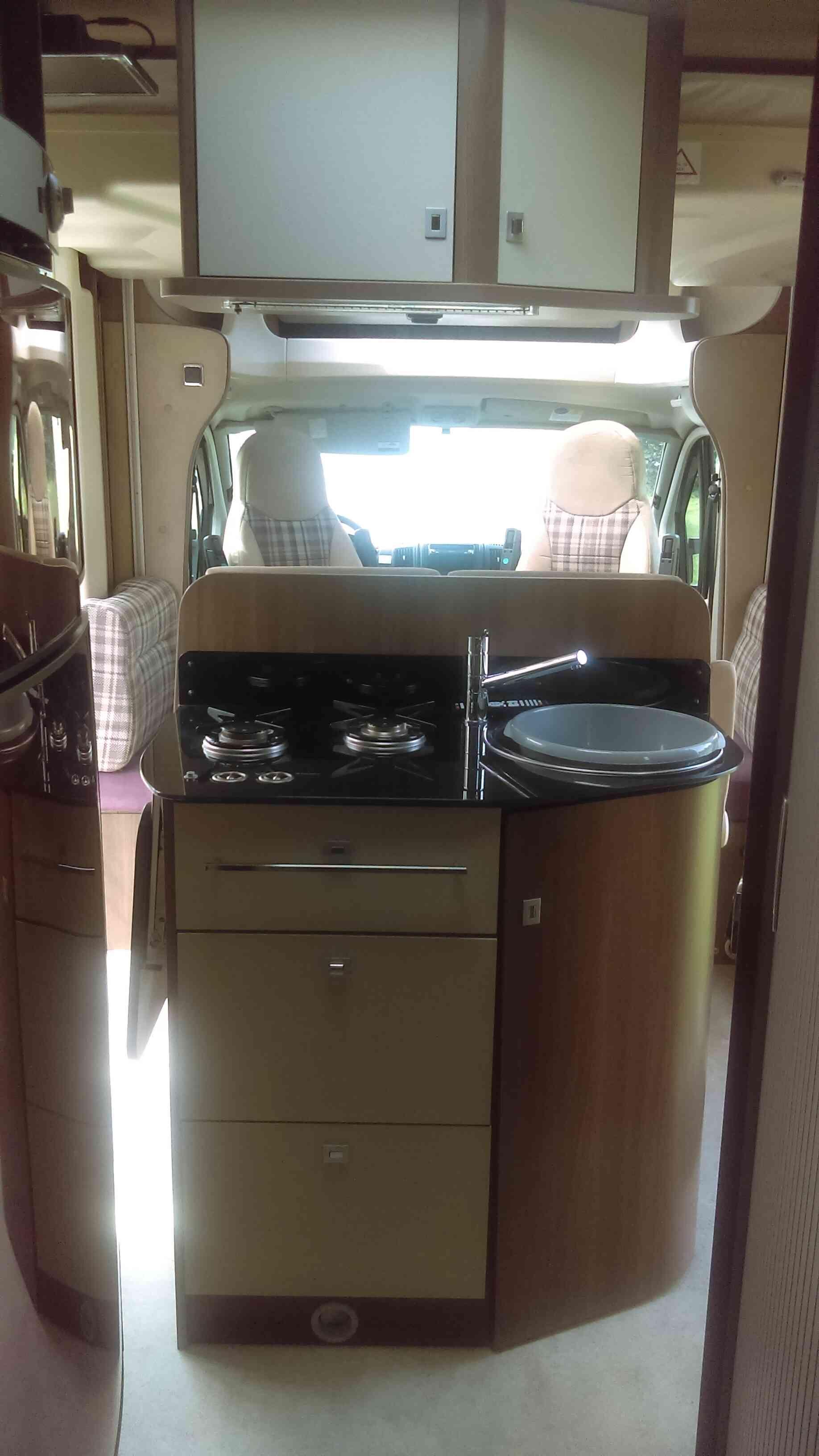 camping-car CHALLENGER PRIUM XG  intérieur  / coin cuisine
