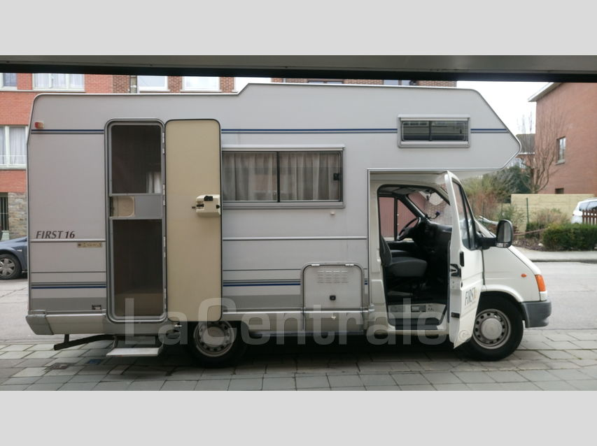 camping-car PILOTE FIRST 16  extérieur / latéral droit