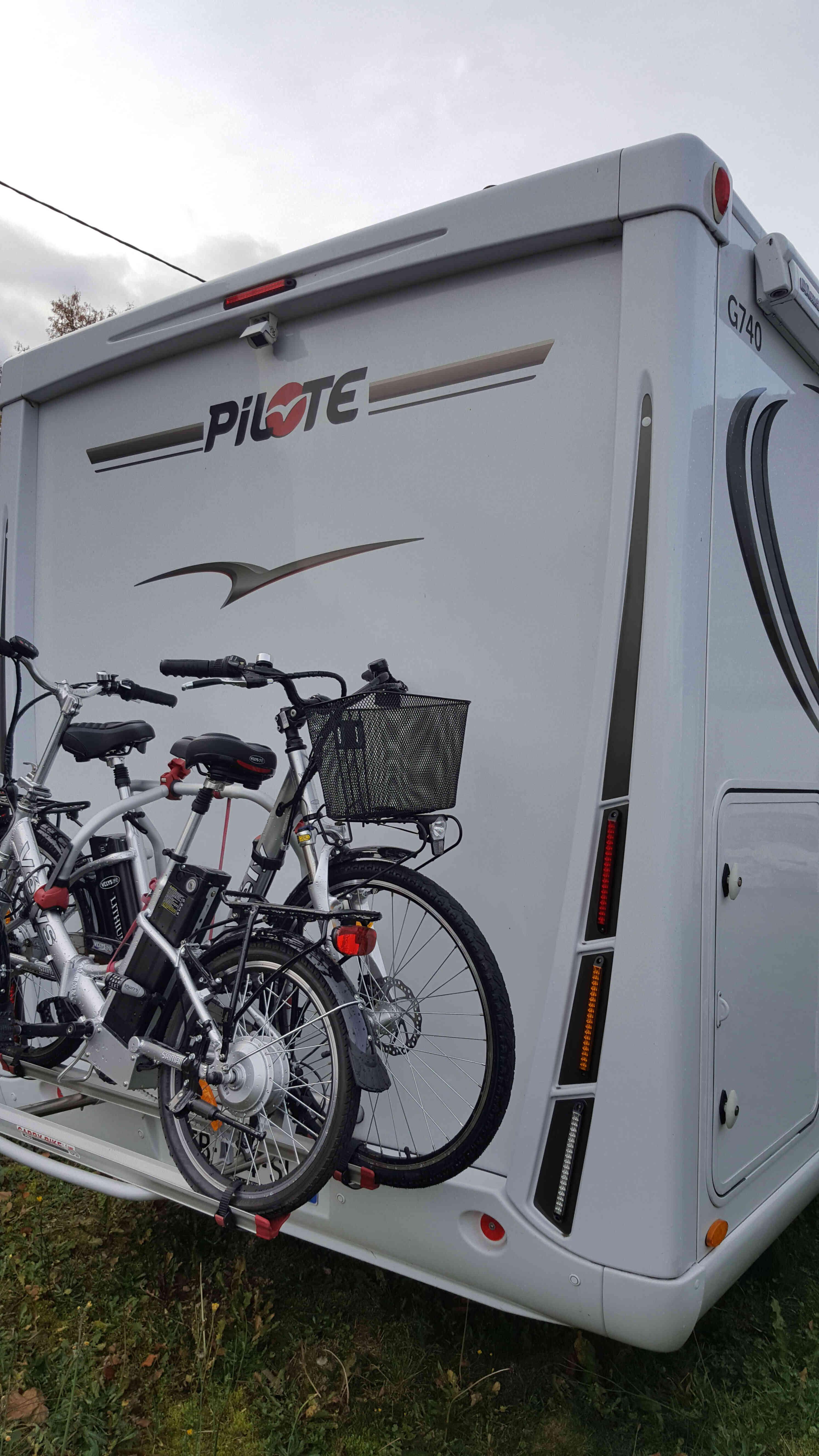 camping-car PILOTE G 740 SENSATION  intérieur / coin salon