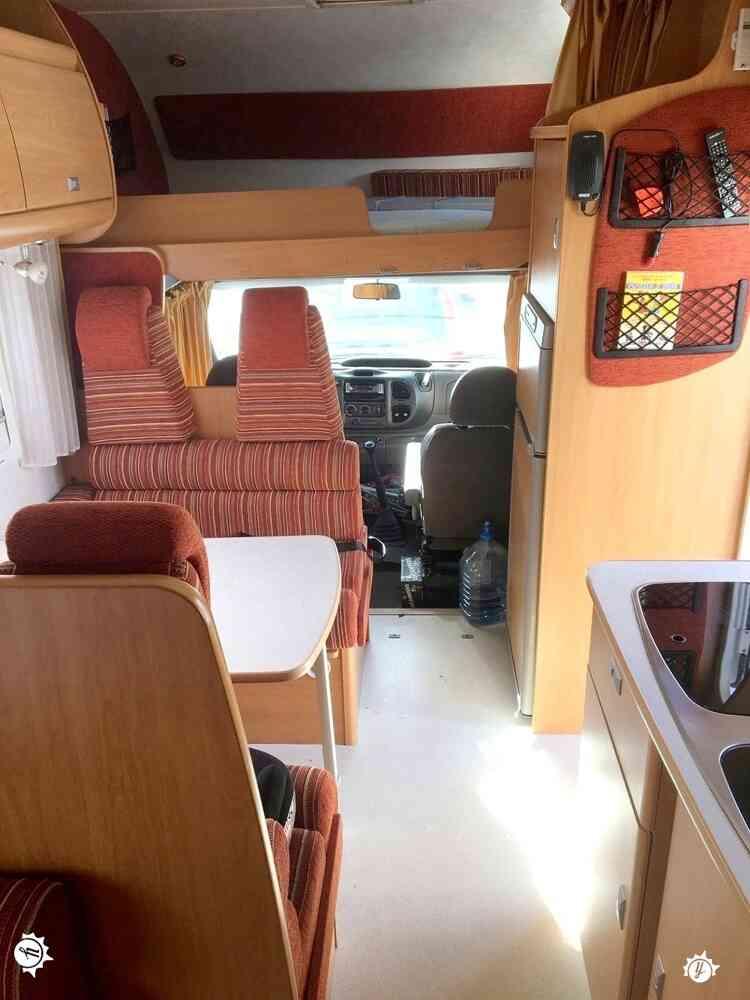 camping-car CHALLENGER GENESIS 142  intérieur  / coin cuisine