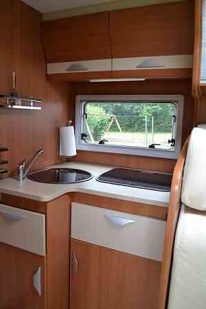 camping-car PILOTE AVENTURA G 740  intérieur / soute