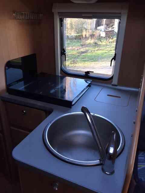 camping-car TRIGANO  ELLIOT 55  intérieur / salle de bain  et wc