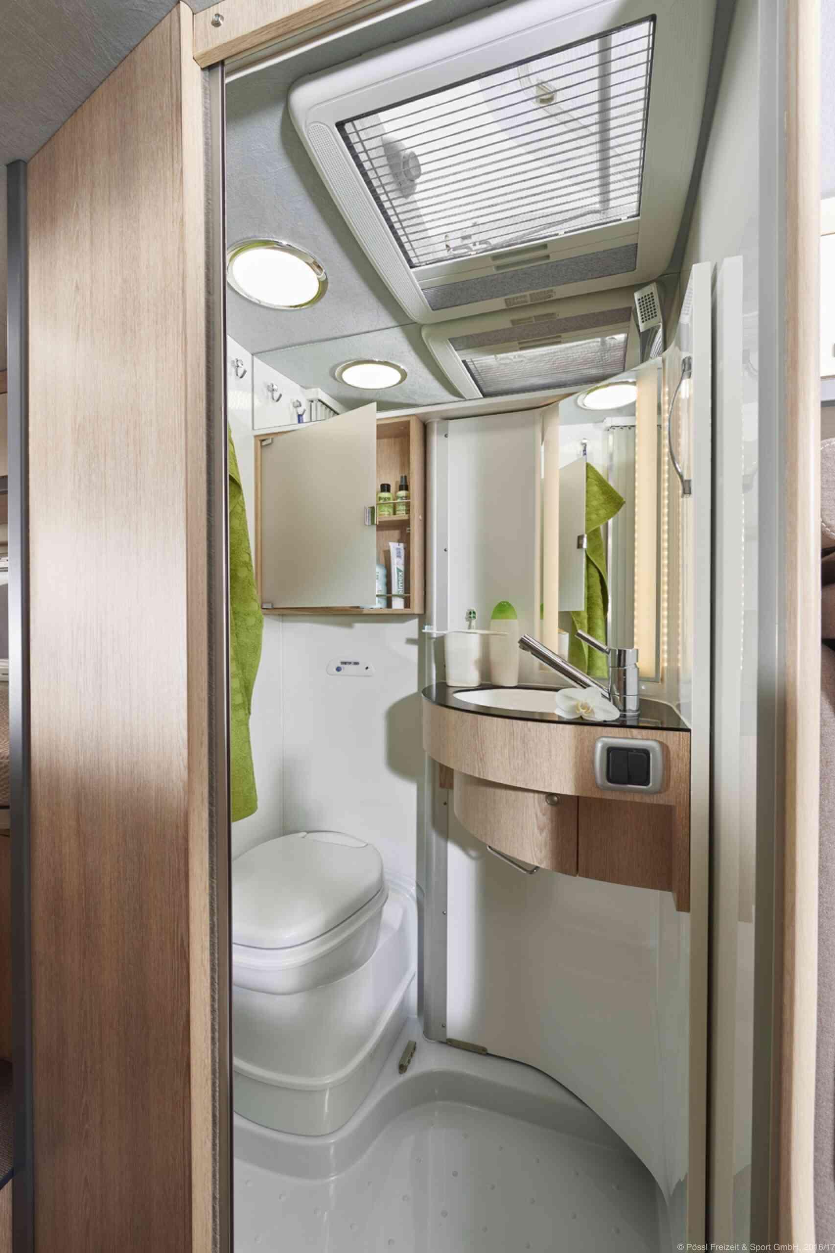 camping-car GLOBECAR SUMMIT 640  intérieur  / coin cuisine