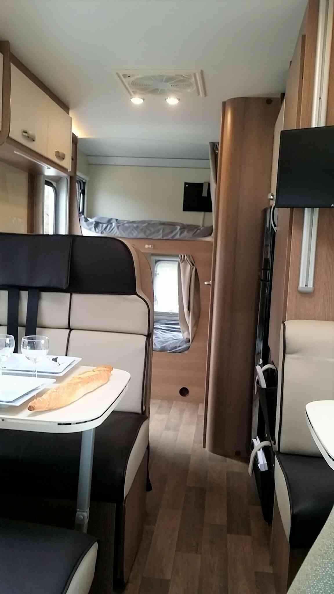 camping-car MC LOUIS GLAMYS 22  intérieur / soute