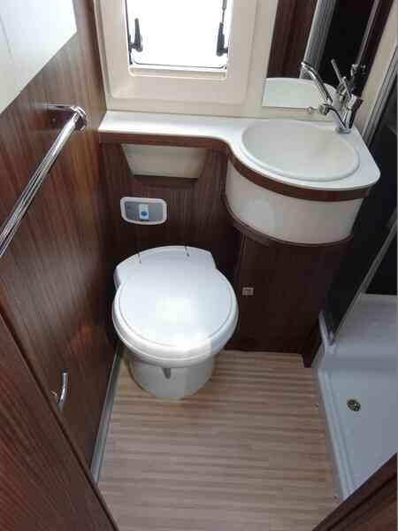 camping-car BENIMAR TESSORO 486  intérieur / autre couchage