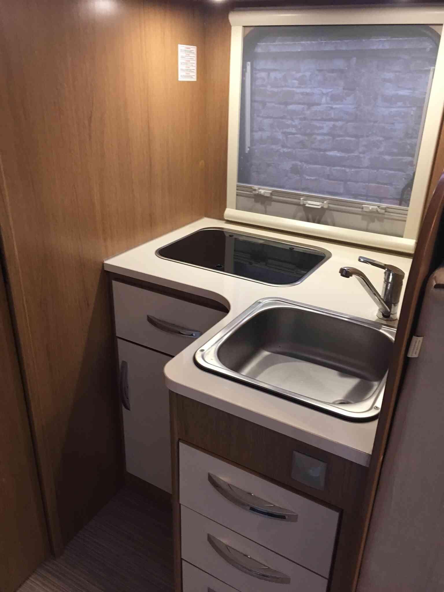 camping-car RIMOR SEAL 69 P  extérieur / latéral droit