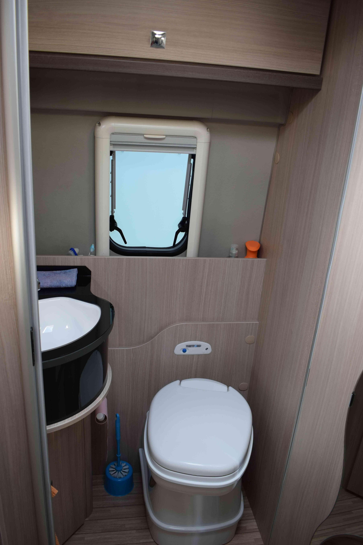 camping-car POSSL ROADSTAR 640 DK  intérieur / couchage principal