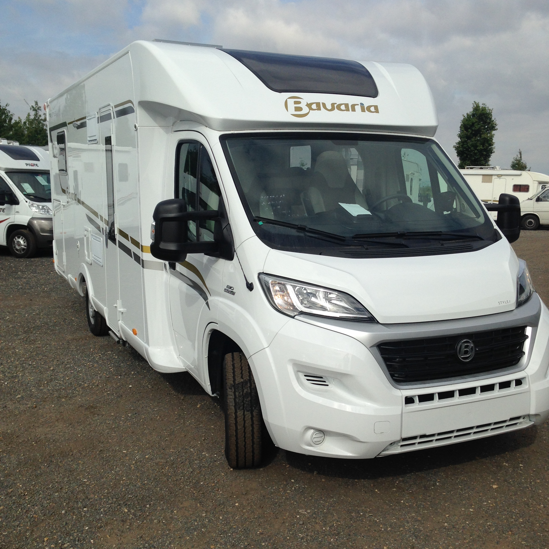 camping-car  BAVARIA T 746 C Style  extérieur / latéral gauche