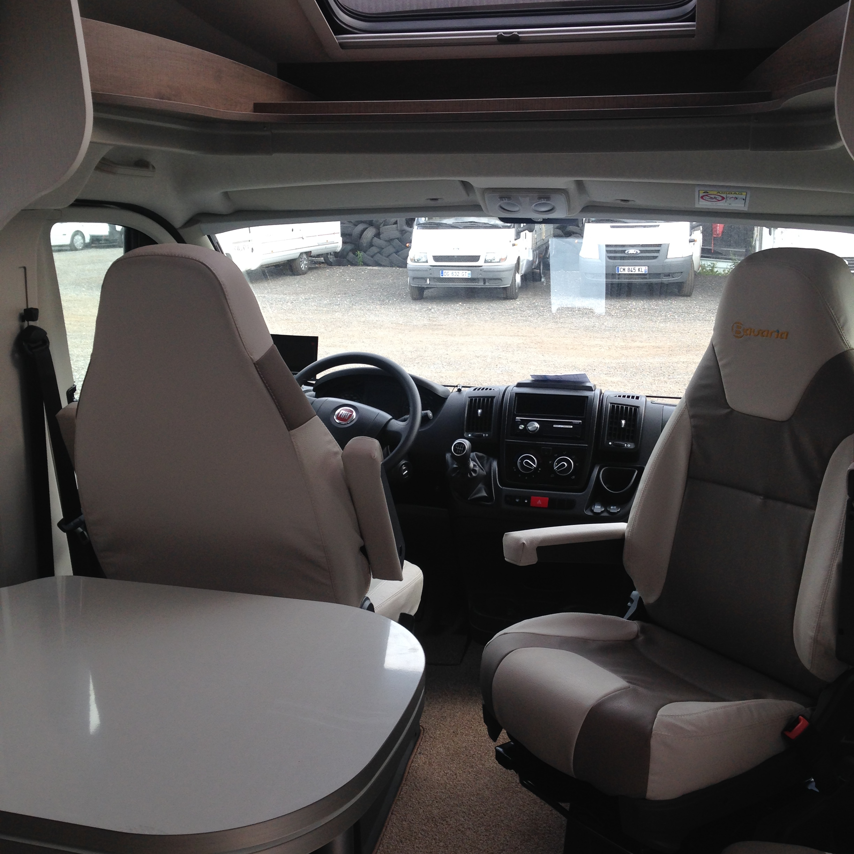 camping-car  BAVARIA T 746 C Style  intérieur  / coin cuisine