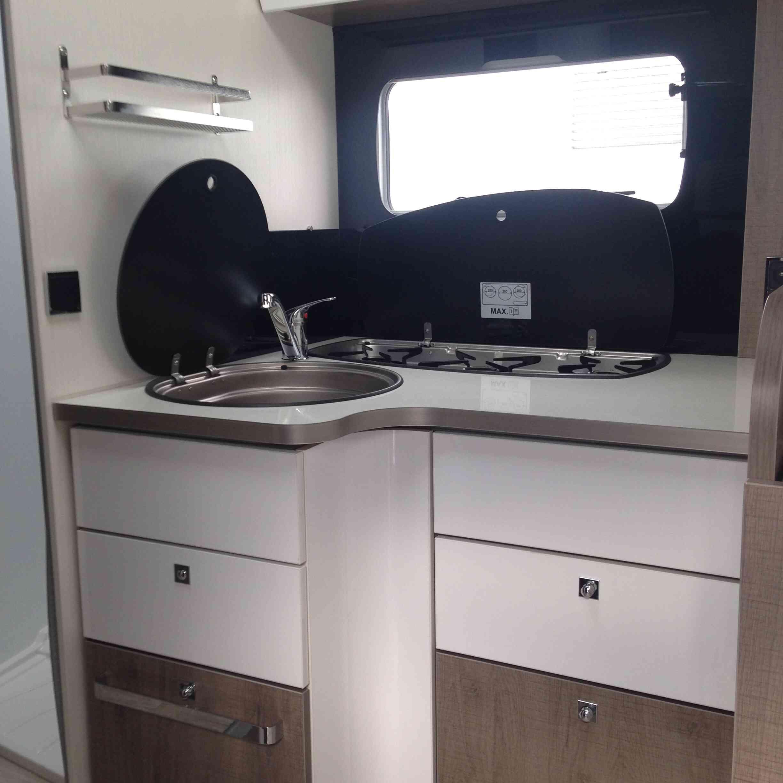 camping-car  BAVARIA T 746 C Style  intérieur / salle de bain  et wc