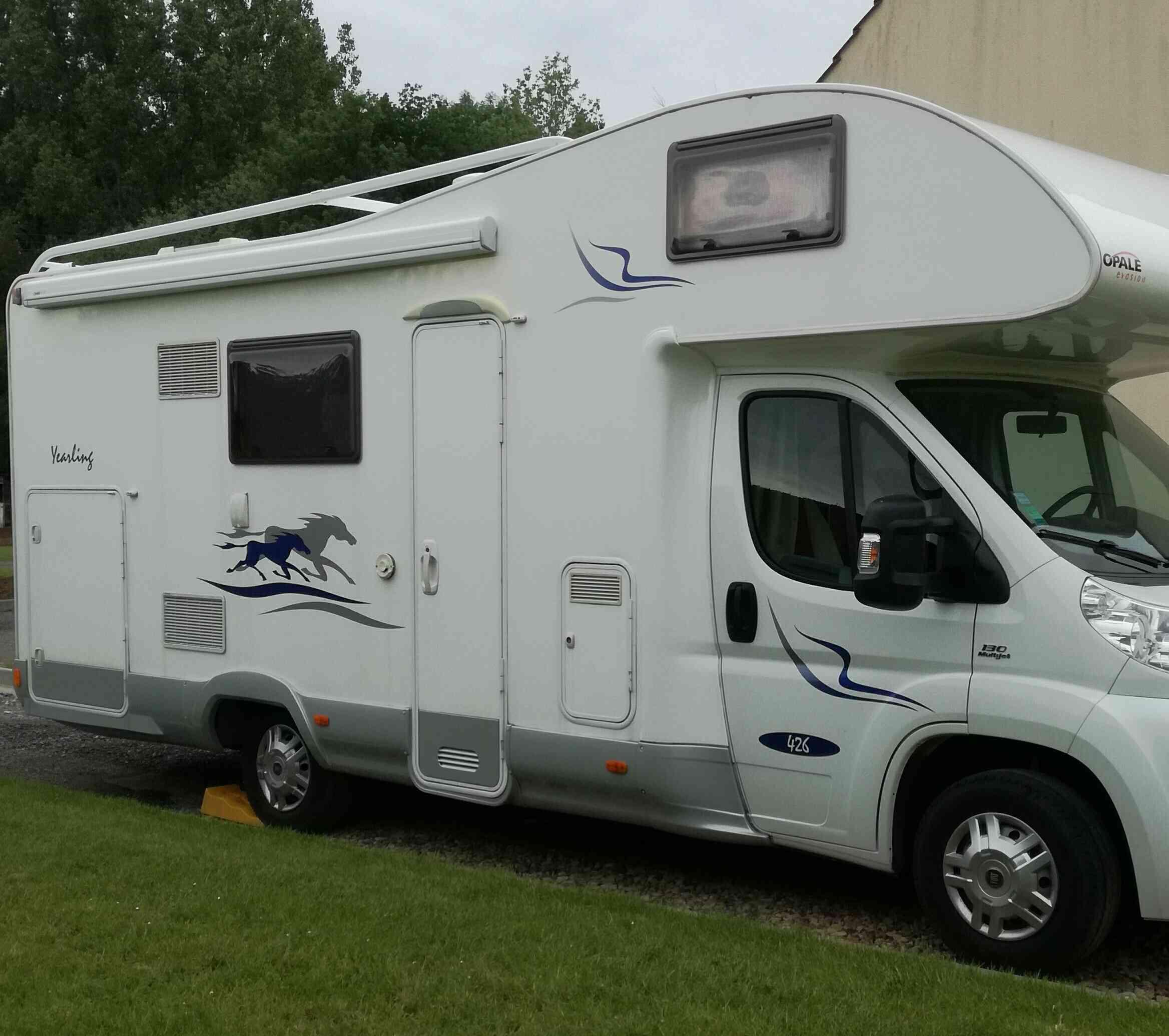 camping-car MC LOUIS  YEARLING 426  extérieur / arrière