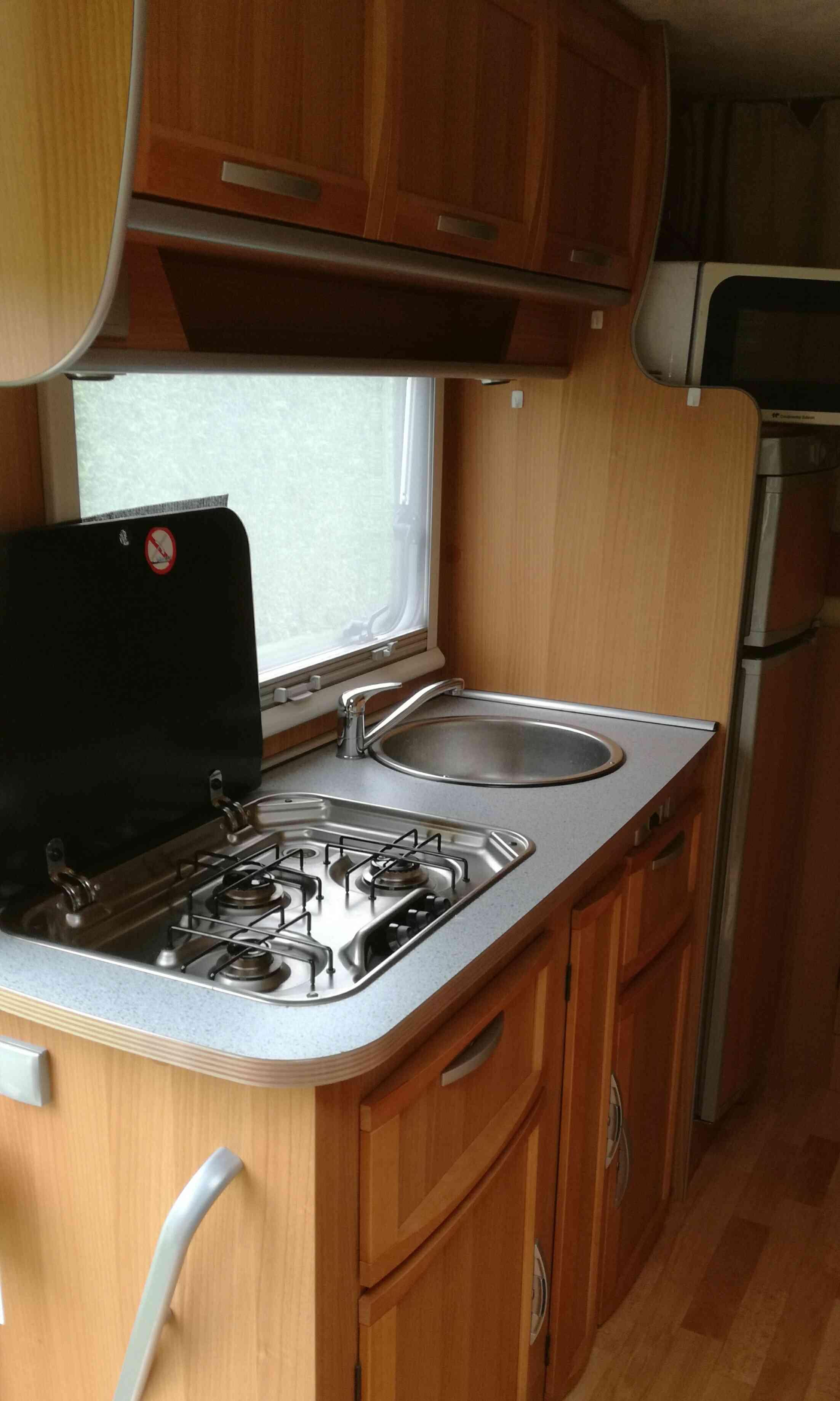 camping-car MC LOUIS  YEARLING 426  intérieur / salle de bain  et wc