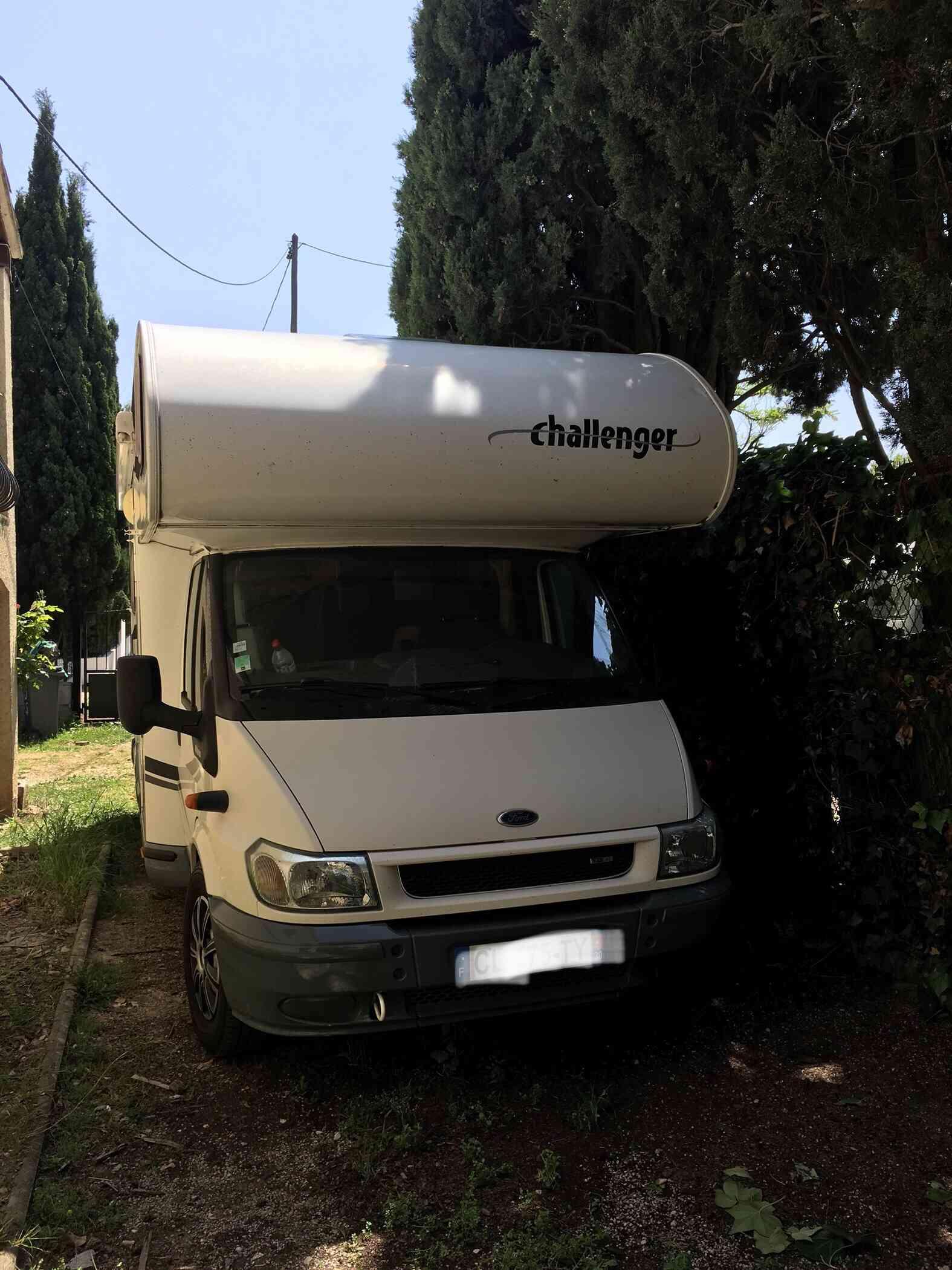 camping-car CHALLENGER GENESIS 43  extérieur / latéral gauche