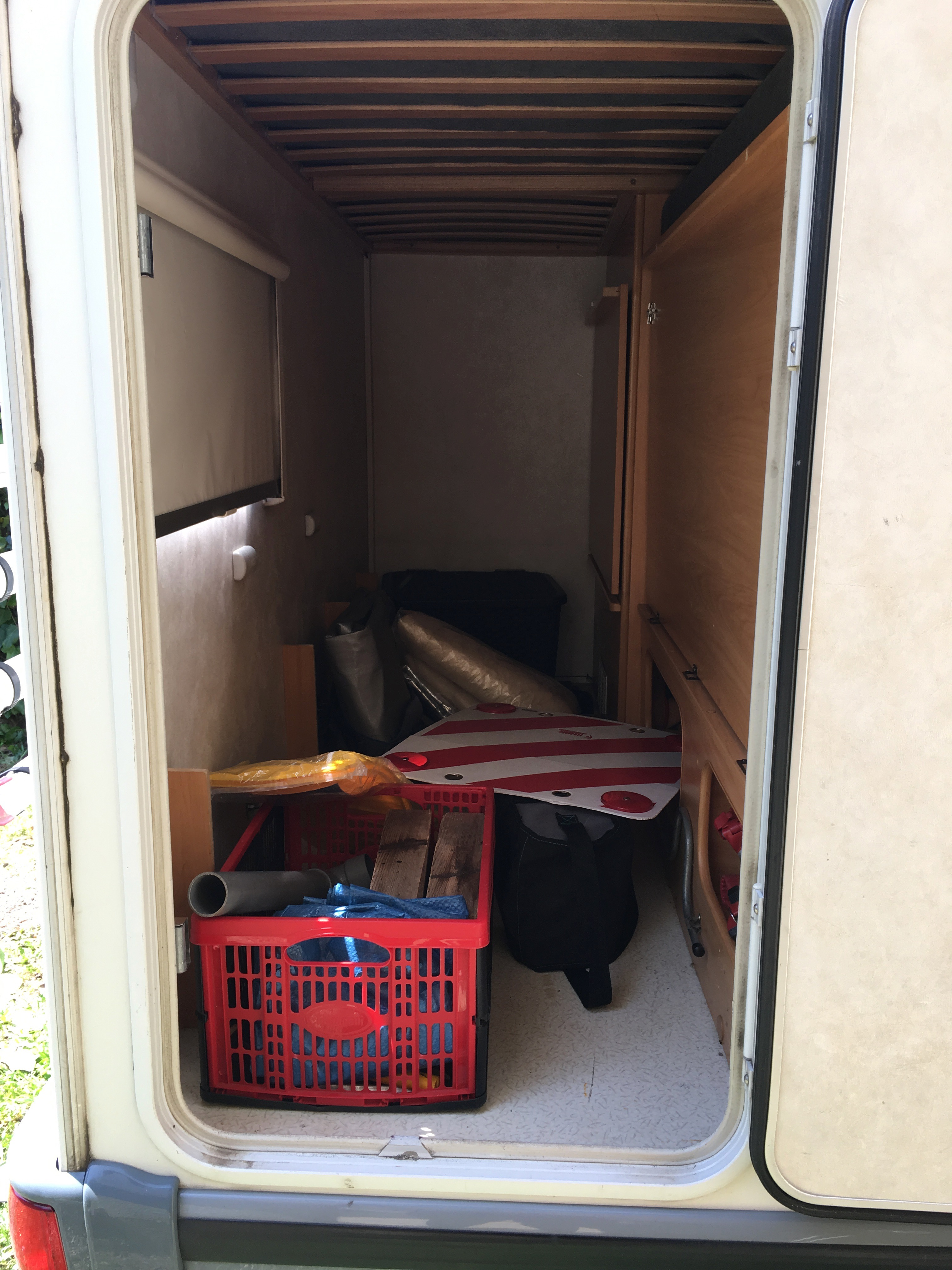 camping-car CHALLENGER GENESIS 43  intérieur / salle de bain  et wc