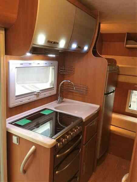 camping-car MC LOUIS TANDY 640 G  intérieur / salle de bain  et wc