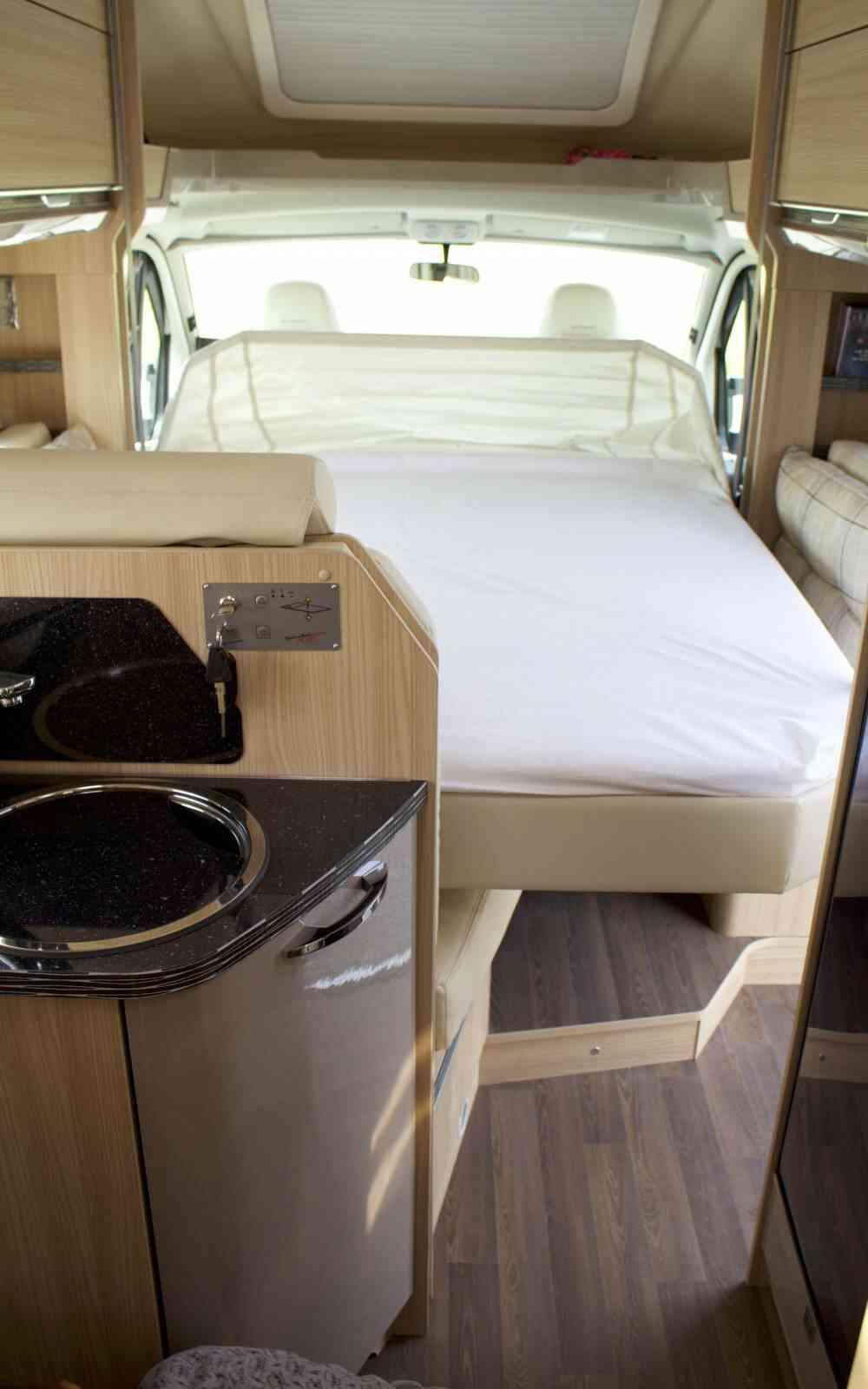 camping-car BURSTNER IXEO IT 734  intérieur / autre couchage