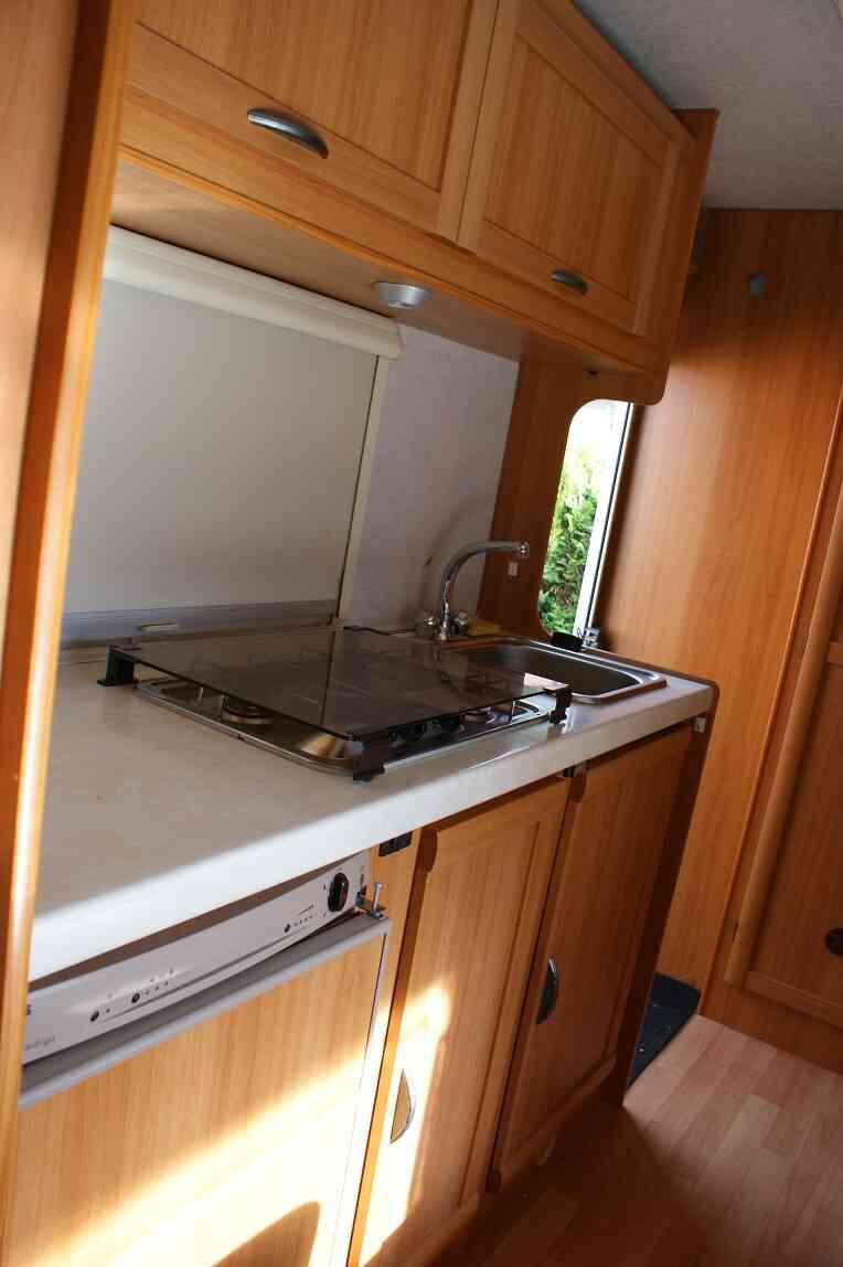 camping-car ELNAGH CLIPPER 20  intérieur / salle de bain  et wc