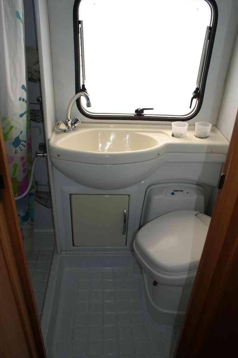 camping-car ELNAGH CLIPPER 20  intérieur / couchage principal