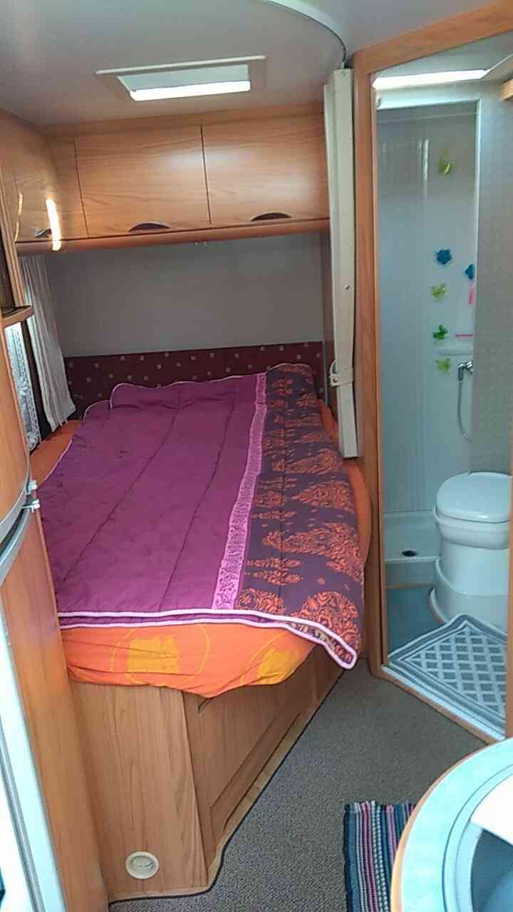 camping-car BURSTNER ELEGANCE I 685  intérieur / couchage principal