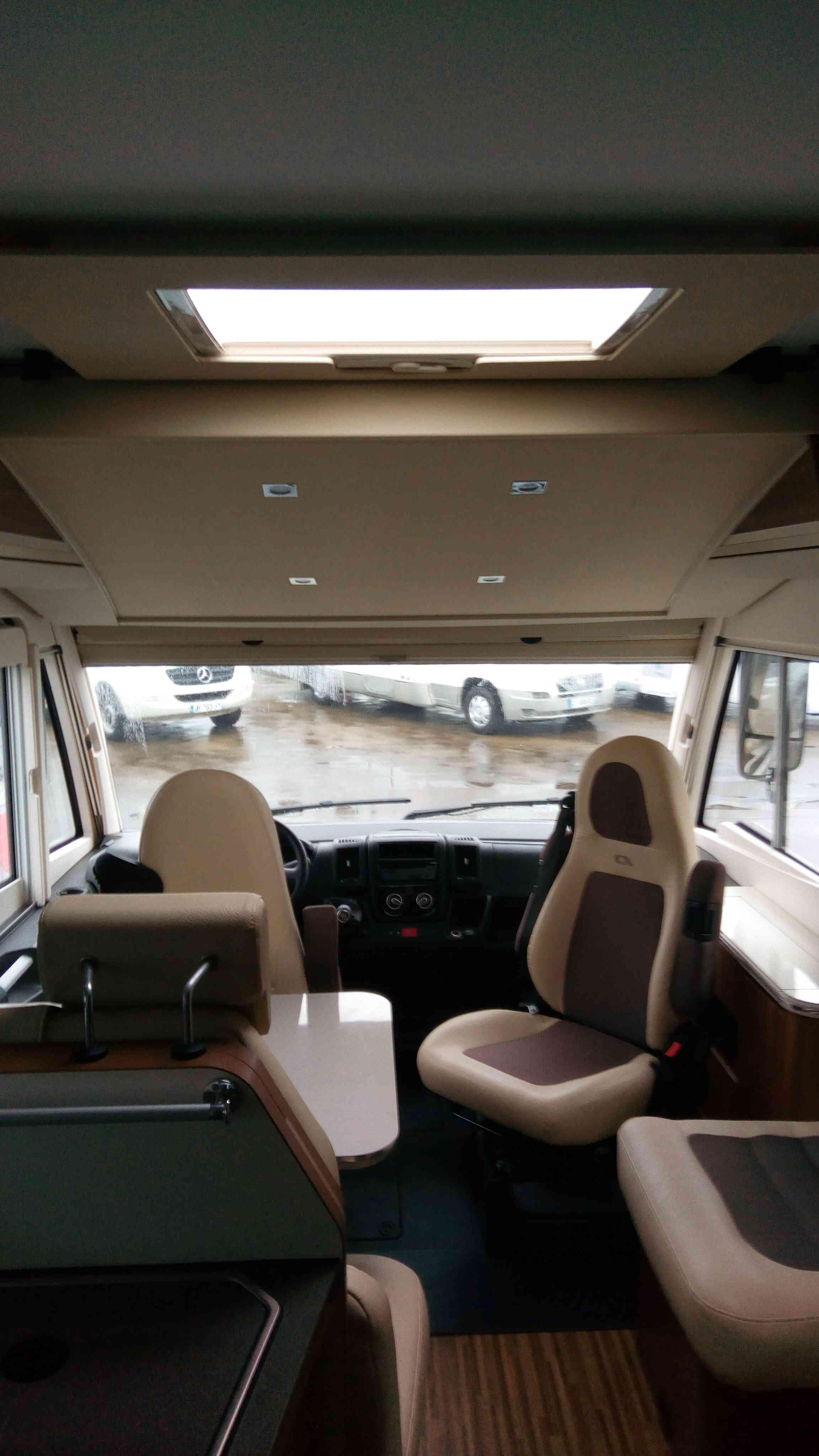 camping-car ADRIA SONIC PLUS I 700 SBC  intérieur / autre couchage