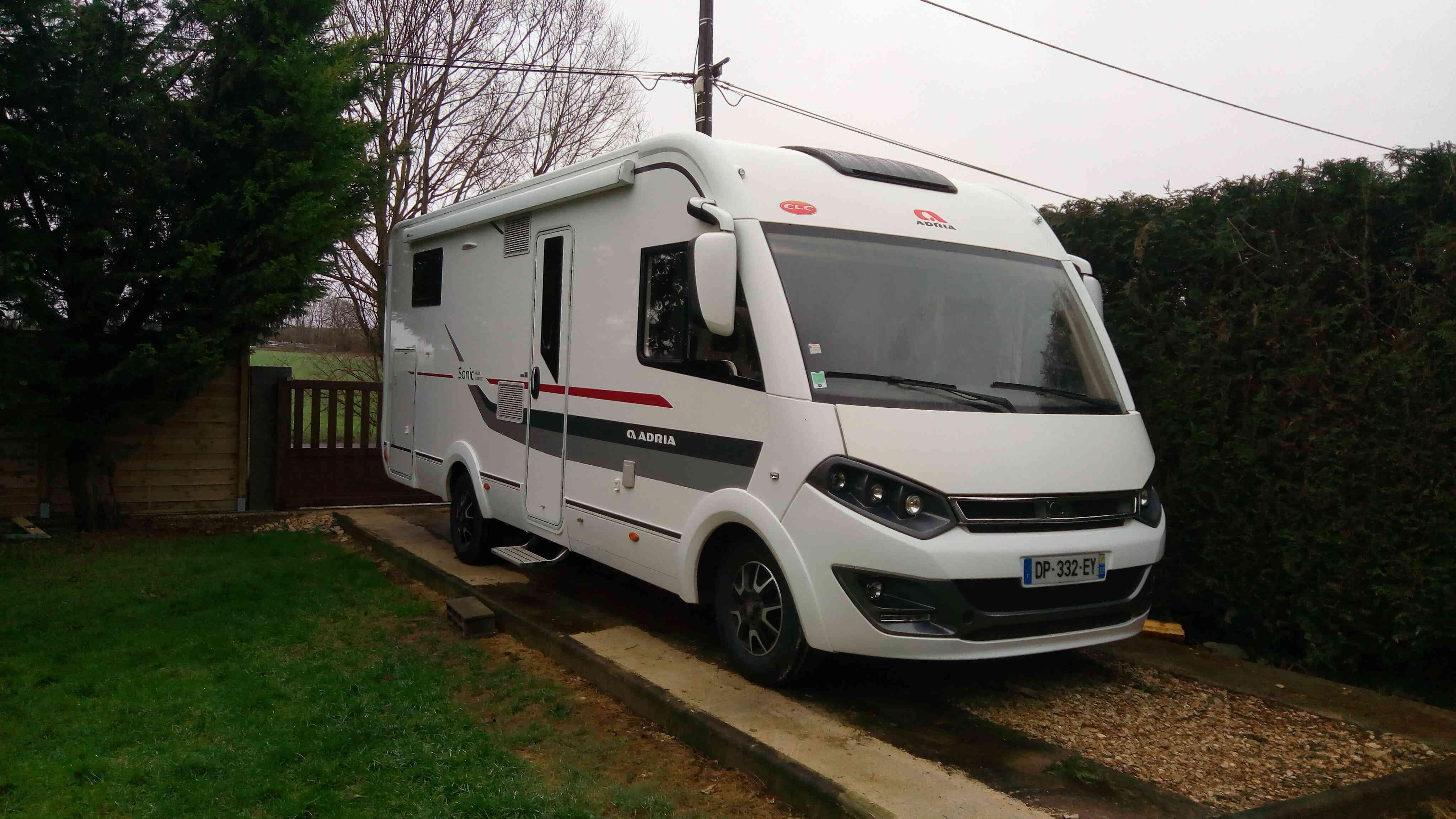 camping-car ADRIA SONIC PLUS I 700 SBC  extérieur / arrière
