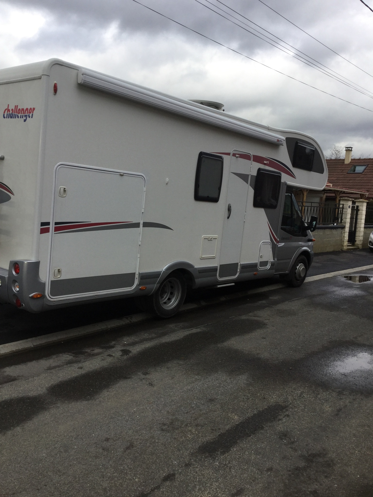 camping-car CHALLENGER GENESIS 51  extérieur / arrière