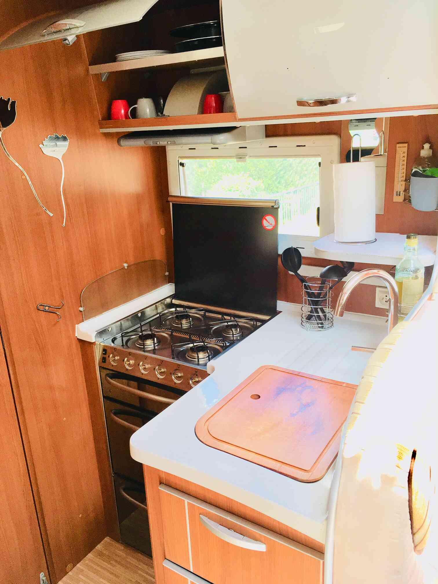 camping-car MC LOUIS TANDY 636 G  intérieur / salle de bain  et wc