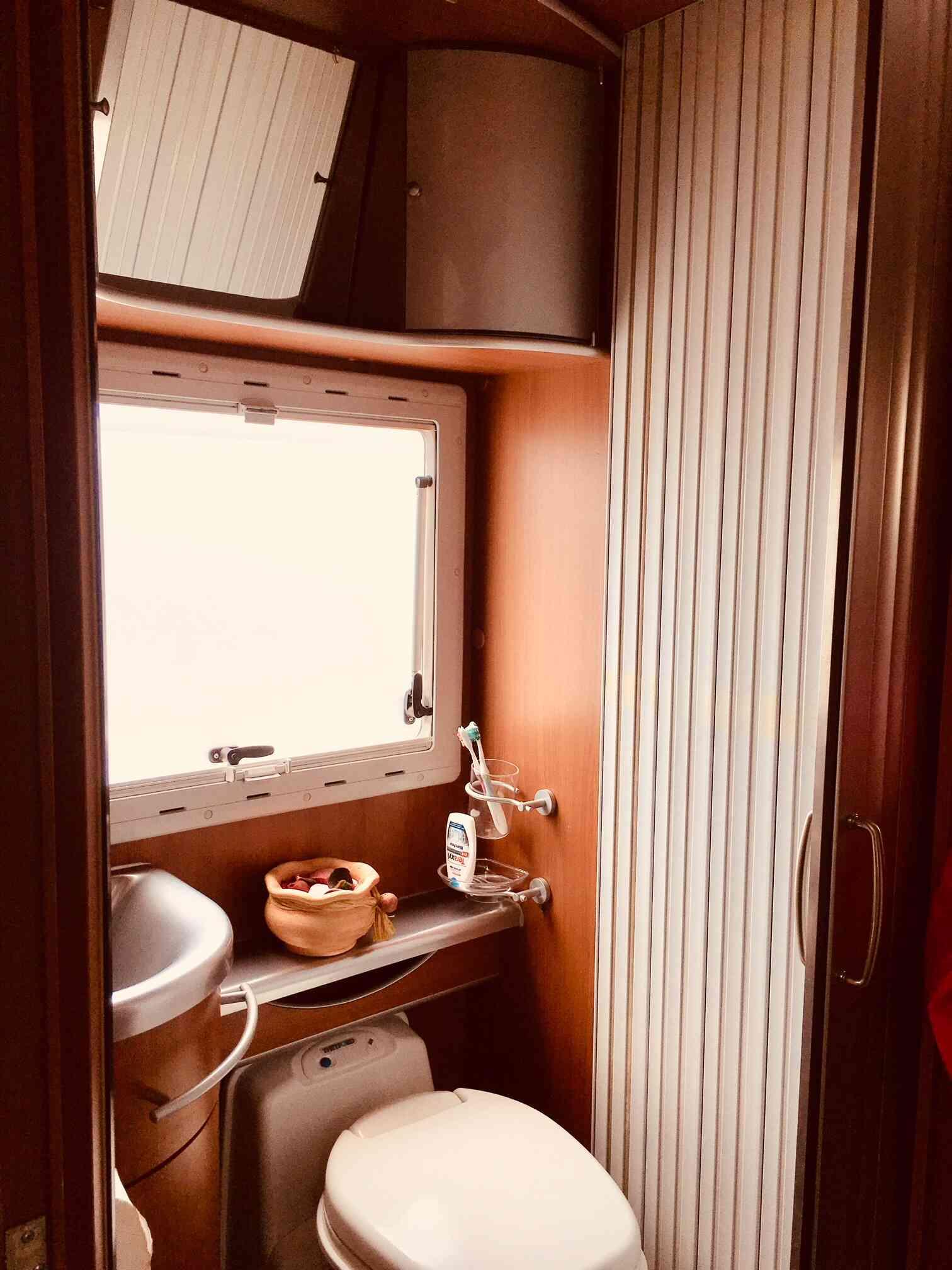 camping-car MC LOUIS TANDY 636 G  intérieur / soute