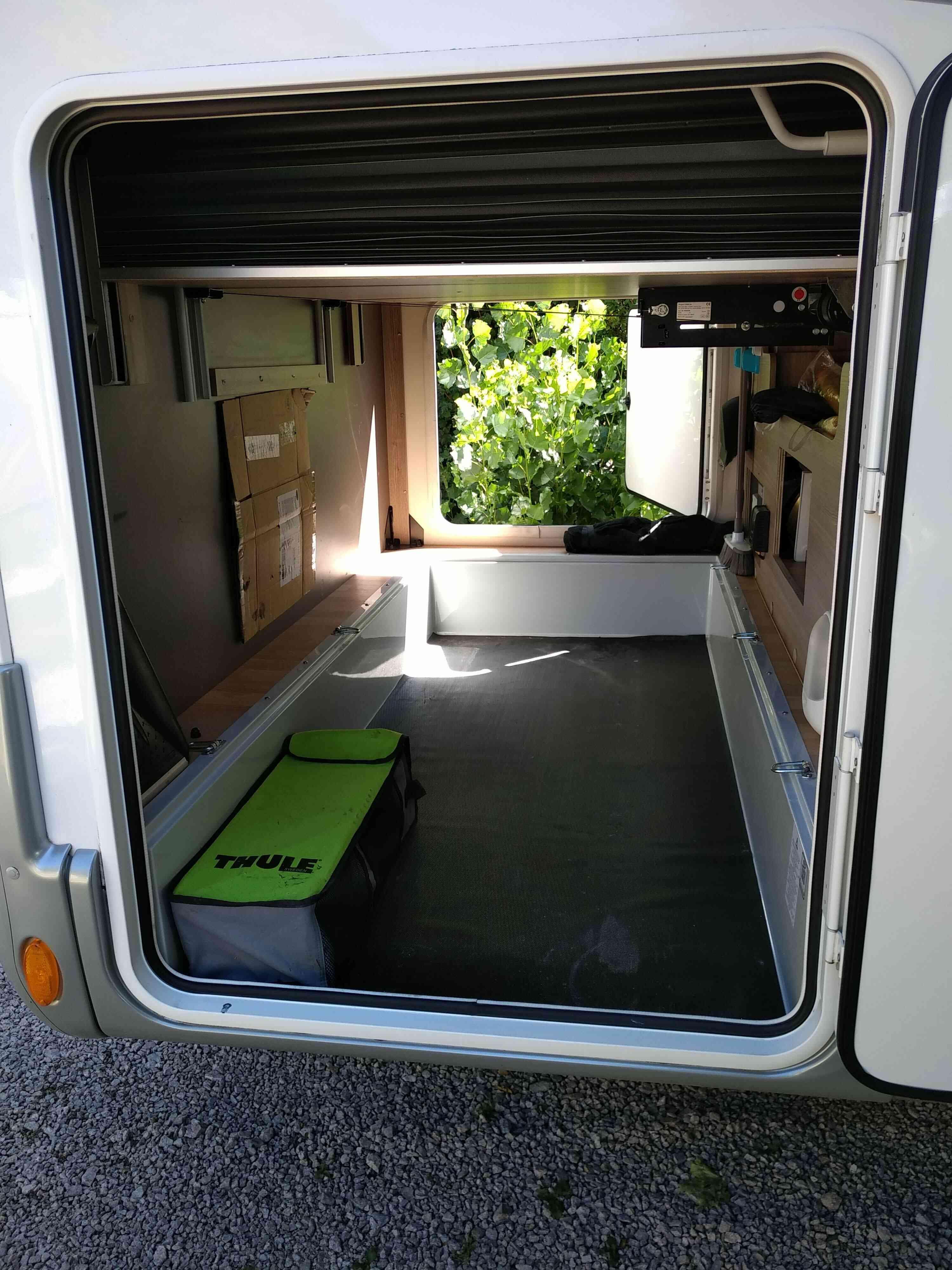 camping-car RAPIDO 881 F  extérieur / latéral droit