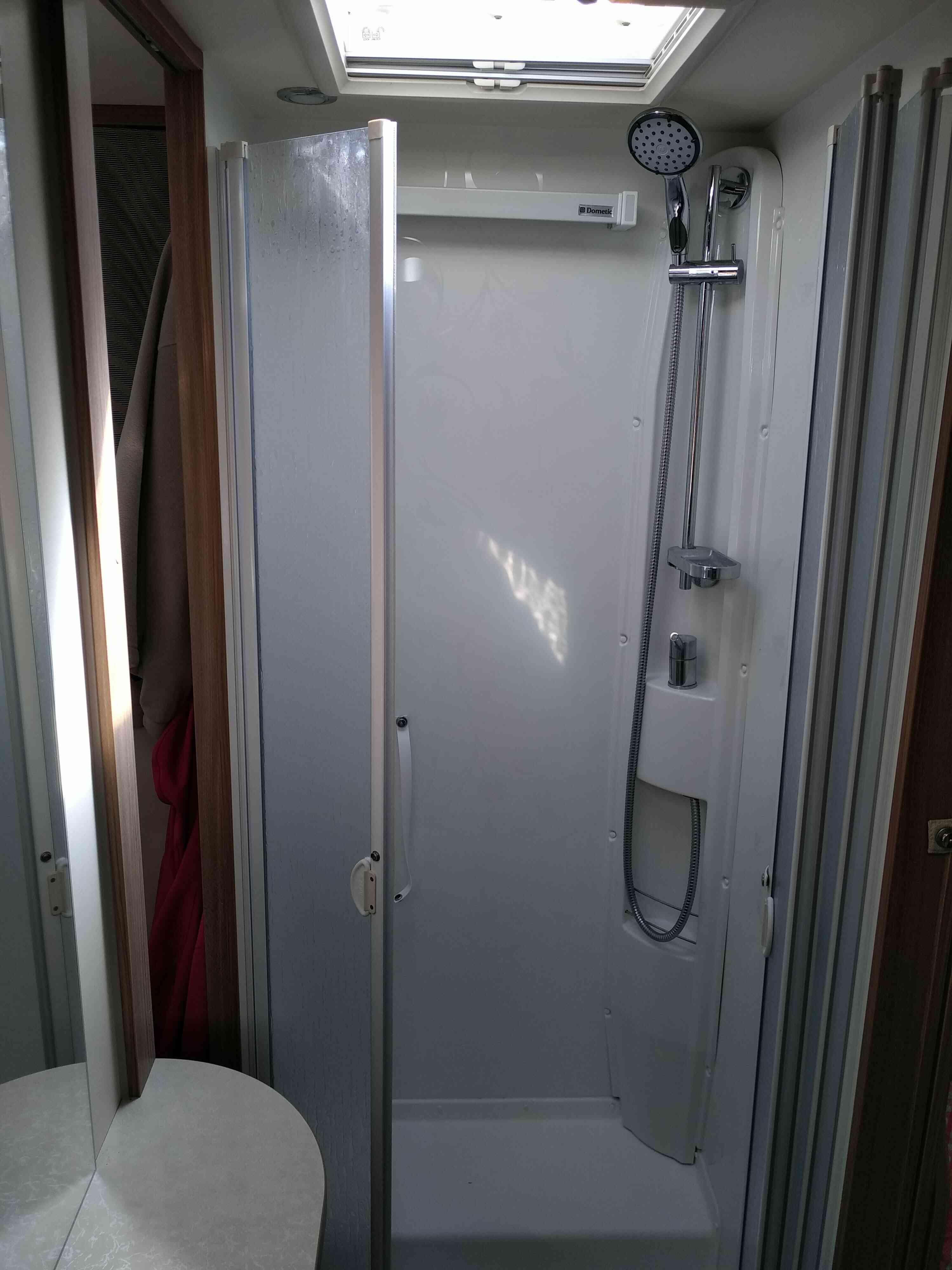 camping-car RAPIDO 881 F  intérieur / couchage principal
