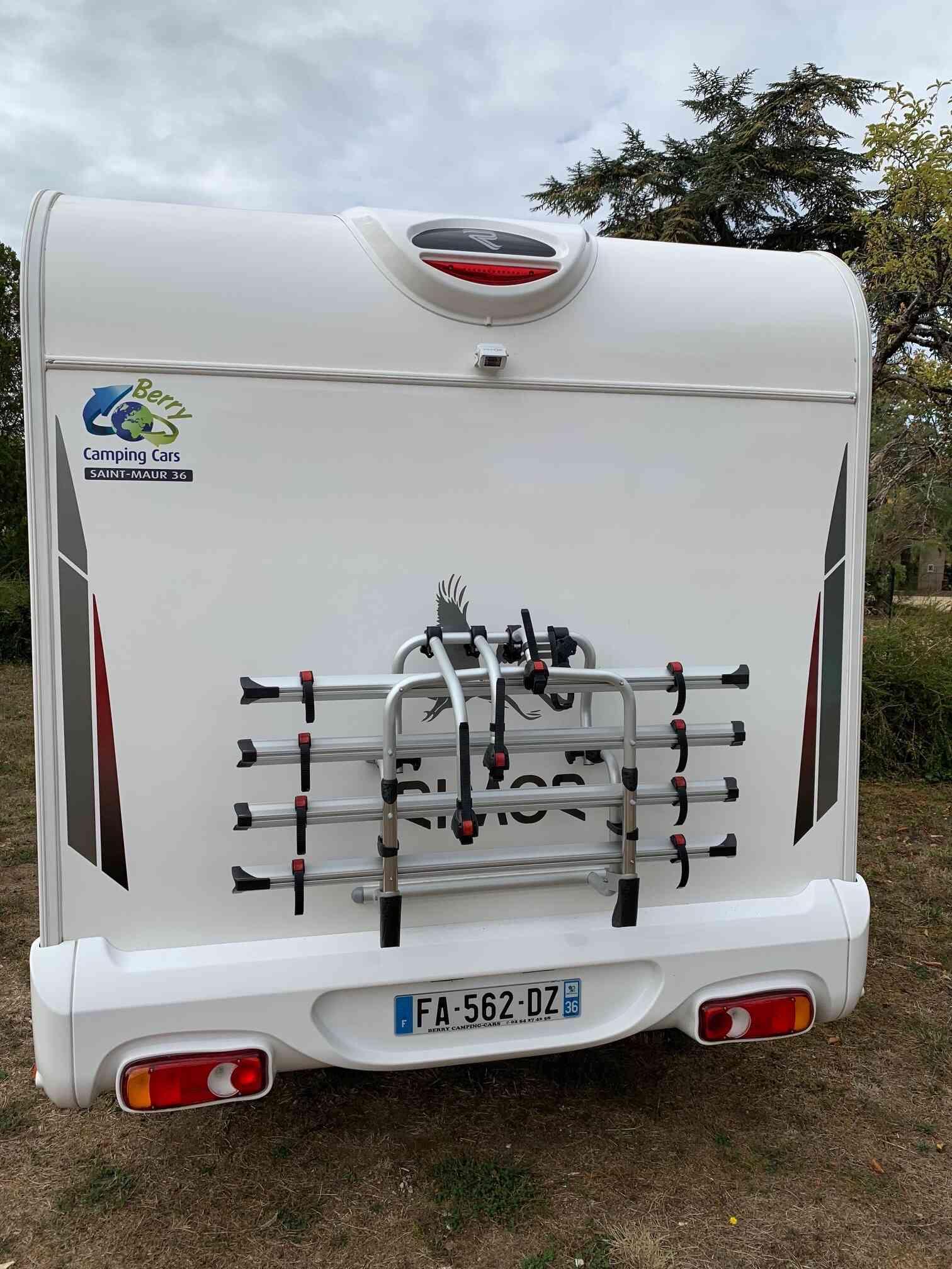 camping-car RIMOR KATAMARANO 209  intérieur / coin salon