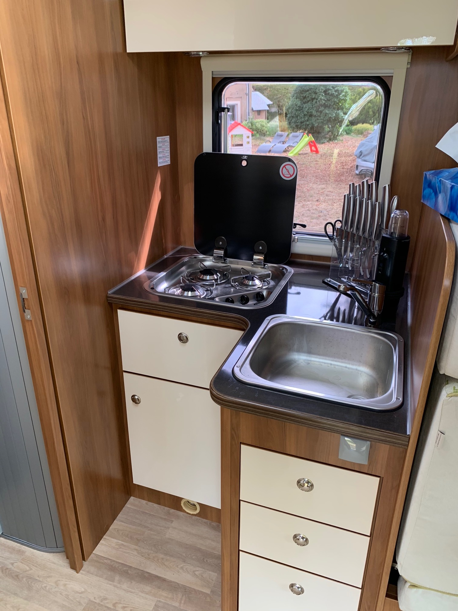camping-car RIMOR KATAMARANO 209  intérieur / salle de bain  et wc