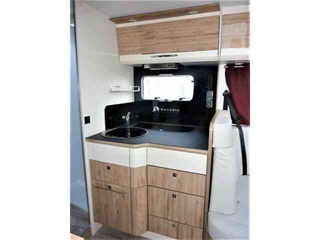 camping-car BAVARIA I 740 FC  intérieur / salle de bain  et wc
