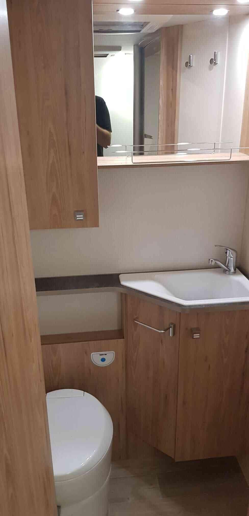 camping-car BAVARIA I 740 FC  intérieur / couchage principal