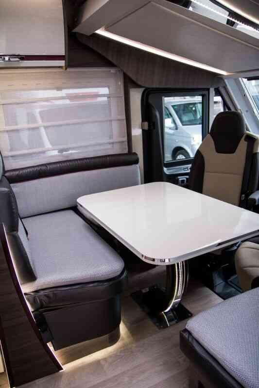 camping-car MC LOUIS NEVIS 76 G  intérieur  / coin cuisine