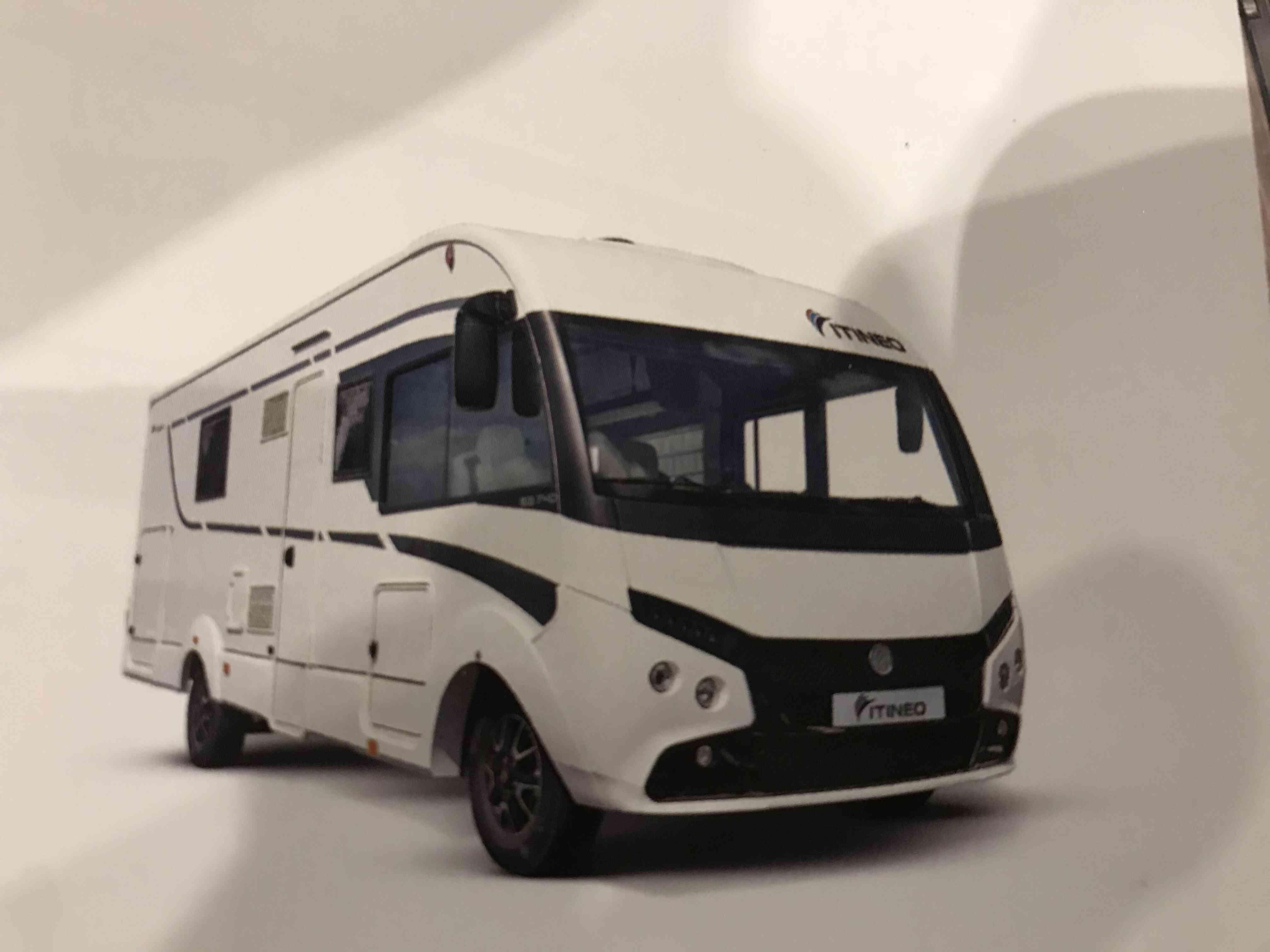 camping-car ITINEO SB 740  extérieur / latéral gauche