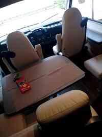 camping-car BURSTNER I 727  intérieur  / coin cuisine