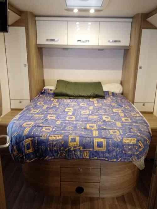 camping-car BURSTNER I 727  intérieur / autre couchage