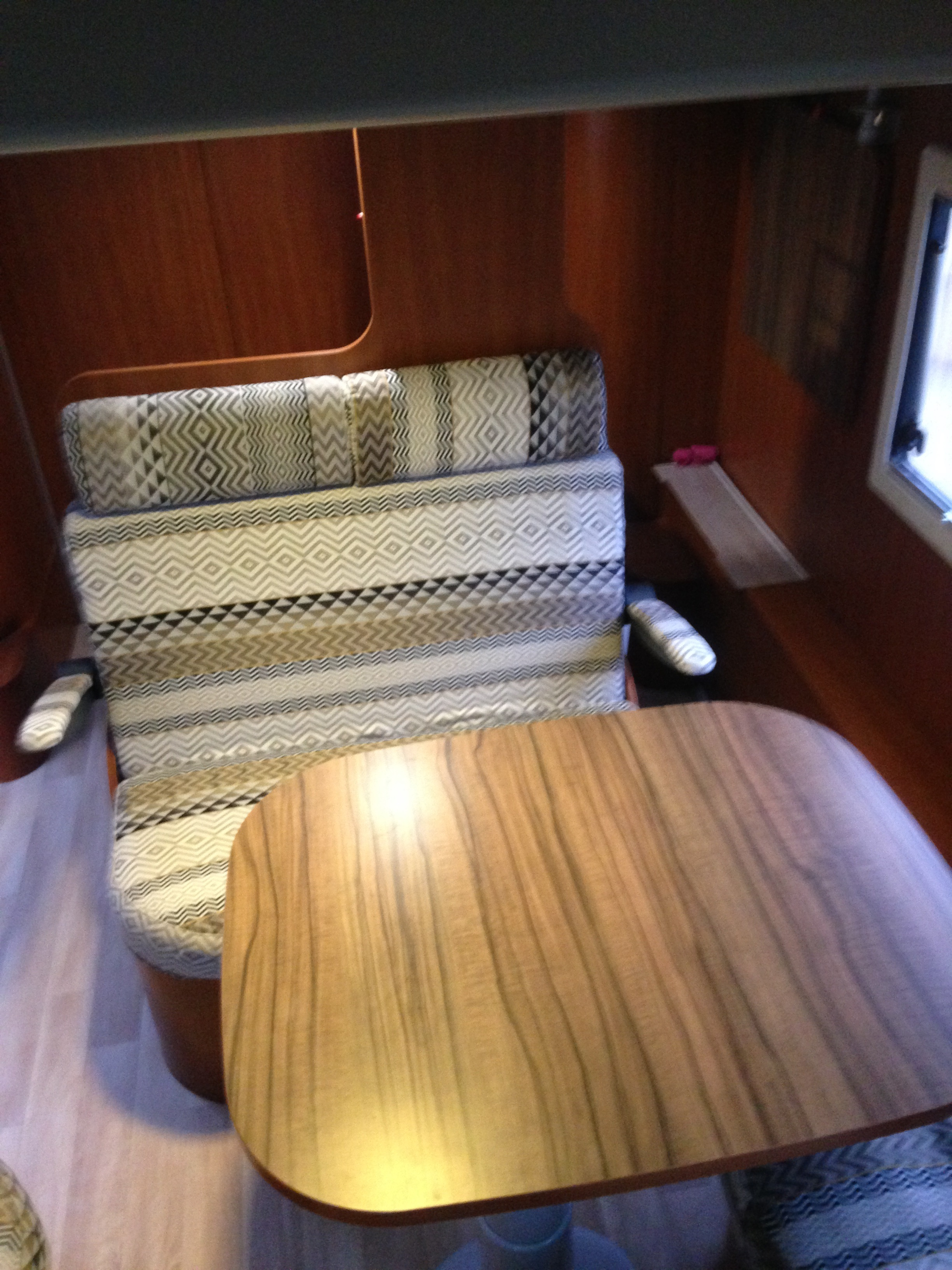 camping-car CHAUSSON  welcome sweet 2l3 Mjet   intérieur  / coin cuisine