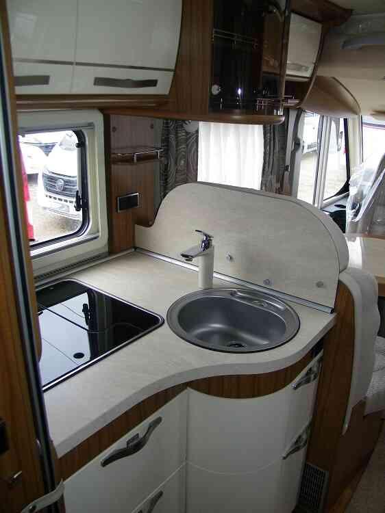 camping-car HYMER B 698  intérieur / salle de bain  et wc