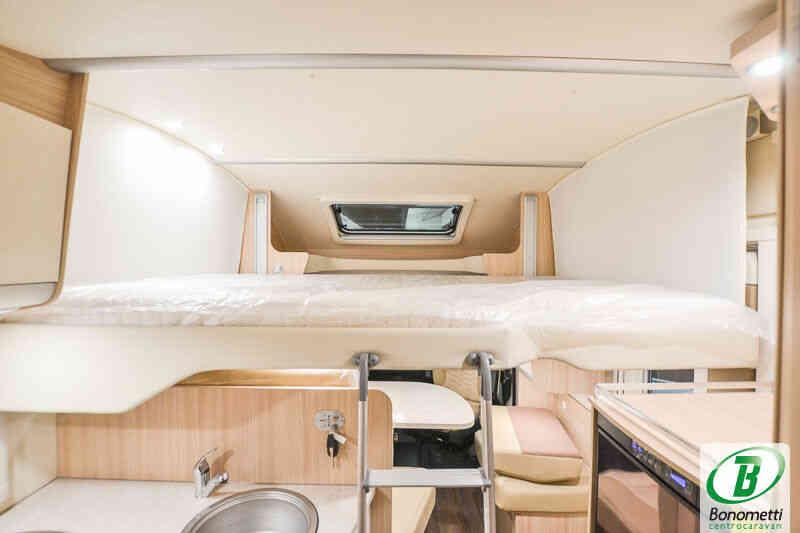 camping-car BURSTNER IXEO IT 734 30 ANS  intérieur / salle de bain  et wc